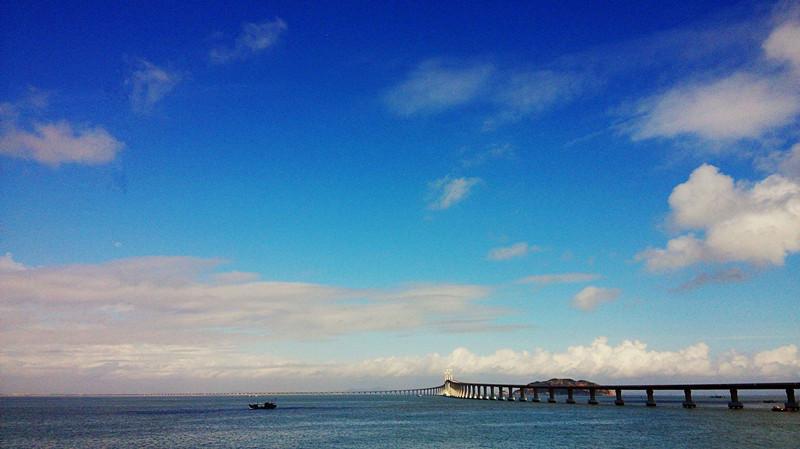 南澳大桥通车了,可以驾车去南澳岛看风车群